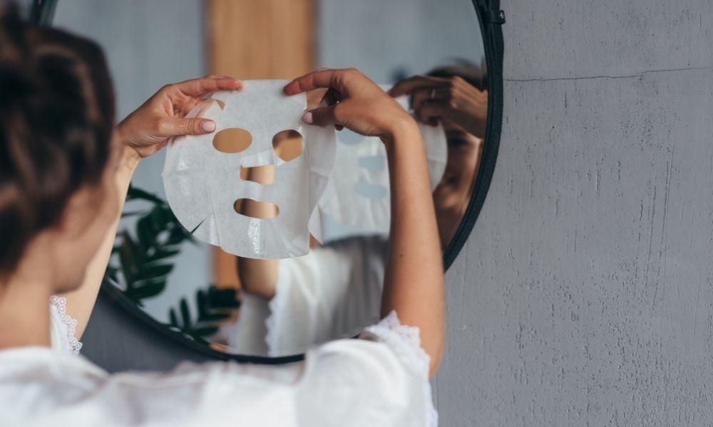 Sheet mask -kangasnaamioiden käyttö
